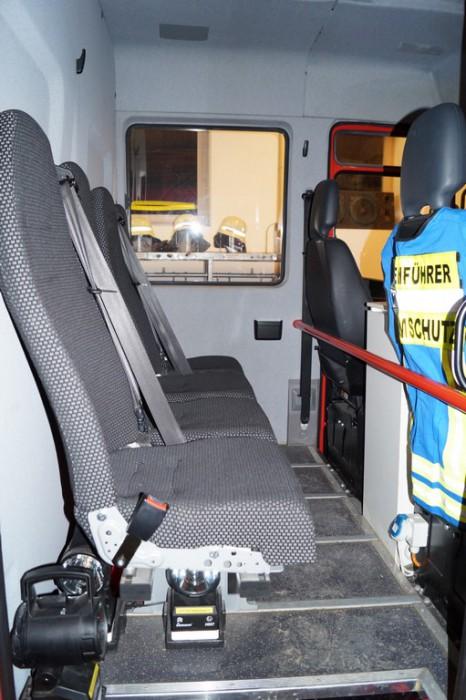 geraetewagen-atemschutz-strahlenschutz-mannschaft