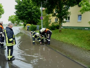 Fahrbahn überflutet