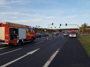 Straße reinigen nach Verkehrsunfall B303